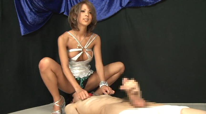 【希咲エマ】巨乳黒ギャルの卑猥なお口がM男の乳首にチュパリと吸い付く!ペニバンでアナルまで犯される!