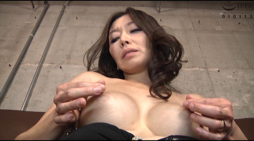 人妻の乳首!他人のものの乳首を思う存分責めまくるエロ動画!