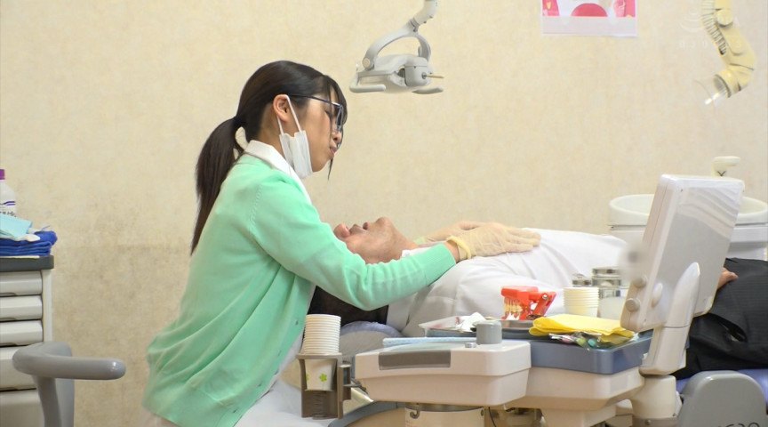 【柊るい】歯医者さんでまさかの性的サービス!?治療用ゴム手袋で乳首責め!っていう妄想を叶えてくれる!