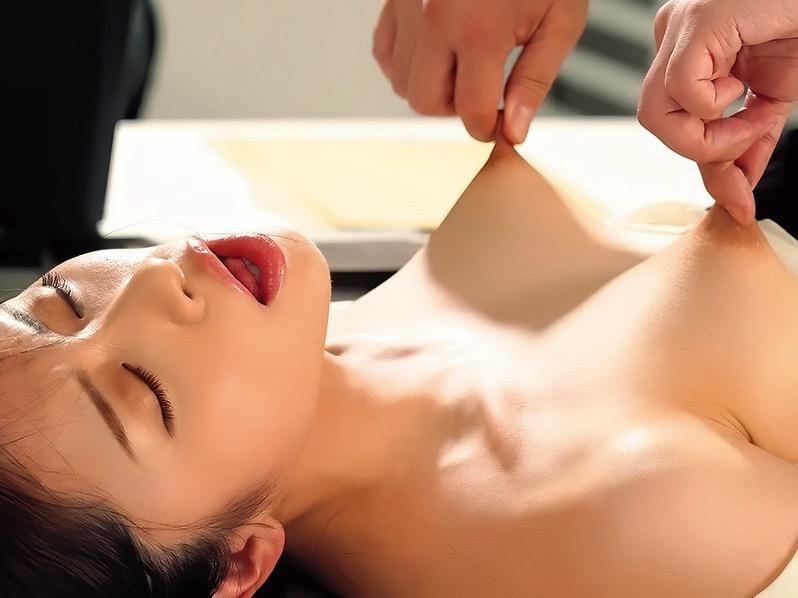 貧乳チッパイ美少女だらけ!ビンビン乳首セックスを堪能しまくれるオムニバスAV